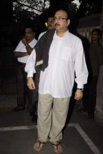 Vivek Vaswani at Sunil and Dharmesh Darshan_s dad_s prayer meet in Santacruz on 3rd Jan 2012 (129).JPG