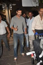 John Abraham snapped at the airport in Mumbai on 4th Jan 2012 (12).jpg