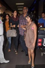 Sridevi, Boney Kapoor with Kids snapped at the airport in Mumbai on 4th Jan 2012 (19).jpg