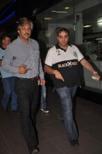 snapped at the airport in Mumbai on 4th Jan 2012 (13).jpg