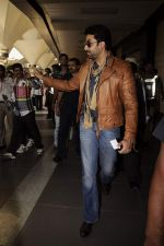 Abhishek Bachchan return from Dubai to Mumbai Airport on 5th Jan 2012 (12).JPG