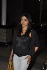 Priyanka Chopra return after last schedule of Kunal Kohli Movie in Airport, Mumbai on 6th Jan 2012 (15).JPG