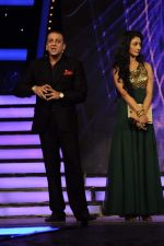 Sanjay Dutt, Mahek Chahal at Bigg Boss Season 5 grand finale on 7th Jan 2012 (21).JPG
