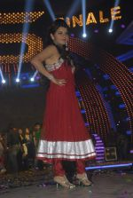 Shraddha Sharma at Bigg Boss Season 5 grand finale on 7th Jan 2012 (74).JPG