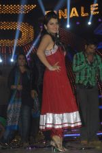 Shraddha Sharma at Bigg Boss Season 5 grand finale on 7th Jan 2012 (76).JPG
