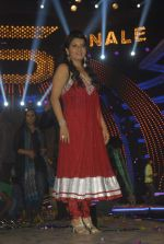 Shraddha Sharma at Bigg Boss Season 5 grand finale on 7th Jan 2012 (79).JPG
