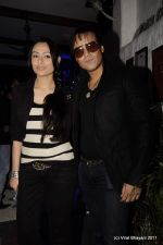 Yash Tonk, Gauri Tonk at the Launch of Dabboo Ratnani_s Calendar 2012 in Mumbai on 9th Jan 2012 (102).JPG
