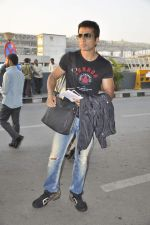 Sonu Sood at CCL Cricket stars snapped at the airport in Mumbai on 11th Jan 2012 (1).JPG