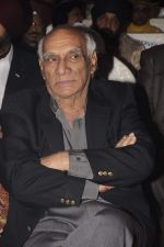 Yash Chopra at Kiran Bawa_s Lohri festival in The Club on 11th Jan 2012 (97).JPG