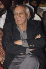 Yash Chopra at Kiran Bawa_s Lohri festival in The Club on 11th Jan 2012 (98).JPG