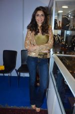 Queenie Singh at Kaali Puri_s book at FICCI Flo exhibition in ITC Parel on 12th Jan 2012 (36).JPG