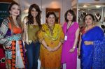 malti jain, queenie singh, neelam miglani, vineeta bimbhet and sucheta shah at Kaali Puri_s book at FICCI Flo exhibition in ITC Parel on 12th Jan 2012.JPG