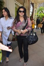 poonam dhillon at Kaali Puri_s book at FICCI Flo exhibition in ITC Parel on 12th Jan 2012.JPG