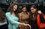 deanne pandey, alvira agnihotri and sangeeta bijlani at Shaina NC jewellery line for Gehna Jewellers in Bandra, Mumbai on 14th Jan 2012 (94).JPG