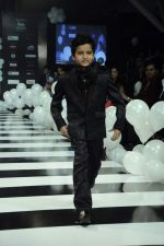 Kids walk the ramp for Rocky S at Kids Fashion Week day 1 on 17th Jan 2012 (16).JPG