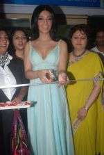 Koena Mitra at the launch of Looks Cosmetic Clinic in Lokhandwala on 17th Jan 2012 (21).JPG
