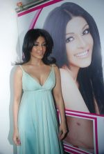 Koena Mitra at the launch of Looks Cosmetic Clinic in Lokhandwala on 17th Jan 2012 (35).JPG