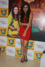 Rajnigandha at the launch of Rajnigandha_s album in Planet M on 18th Jan 2012 (52).JPG