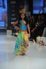 Kids walk the ramp for Nishka Lulla Show at Kids Fashion Week day 3 on 19th Jan 2012 (13).JPG