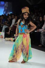 Kids walk the ramp for Nishka Lulla Show at Kids Fashion Week day 3 on 19th Jan 2012 (14).JPG