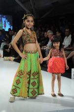 Kids walk the ramp for Nishka Lulla Show at Kids Fashion Week day 3 on 19th Jan 2012 (18).JPG