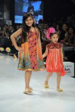 Kids walk the ramp for Nishka Lulla Show at Kids Fashion Week day 3 on 19th Jan 2012 (20).JPG