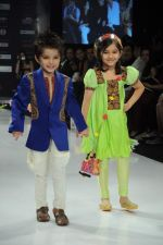 Kids walk the ramp for Nishka Lulla Show at Kids Fashion Week day 3 on 19th Jan 2012 (33).JPG