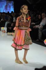 Kids walk the ramp for Nishka Lulla Show at Kids Fashion Week day 3 on 19th Jan 2012 (35).JPG