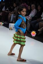 Kids walk the ramp for Nishka Lulla Show at Kids Fashion Week day 3 on 19th Jan 2012 (38).JPG