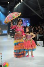 Kids walk the ramp for Nishka Lulla Show at Kids Fashion Week day 3 on 19th Jan 2012 (40).JPG