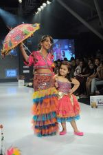 Kids walk the ramp for Nishka Lulla Show at Kids Fashion Week day 3 on 19th Jan 2012 (41).JPG