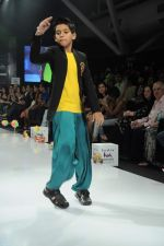 Kids walk the ramp for Nishka Lulla Show at Kids Fashion Week day 3 on 19th Jan 2012 (44).JPG