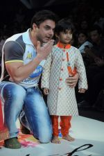 Sohail Khan on Day 3 at India Kids Fashion Show in Intercontinental The Lalit on 19th Jan 2012 (65).JPG