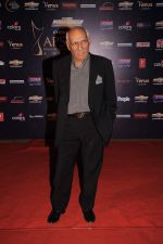 Yash Chopra at the 7th Chevrolet Apsara Awards 2012 Red Carpet in Yashraj Studio, Mumbai on 25th Jan 2012 (159).JPG