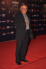 Yash Chopra at the 7th Chevrolet Apsara Awards 2012 Red Carpet in Yashraj Studio, Mumbai on 25th Jan 2012 (16).JPG