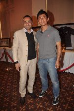 Bhaichung Bhutia, Rahul Bose at sports memorabilia auction in Trident, Mumbai on 27th Jan 2012 (21).JPG