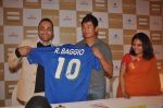Bhaichung Bhutia, Rahul Bose at sports memorabilia auction in Trident, Mumbai on 27th Jan 2012 (28).JPG
