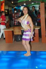 Hawaiin dancers at Maui Jim sunglasses launch in NSE Goregaon on 30th Jan 2012 (15).JPG