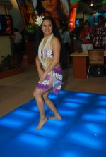Hawaiin dancers at Maui Jim sunglasses launch in NSE Goregaon on 30th Jan 2012 (17).JPG
