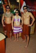 Hawaiin dancers at Maui Jim sunglasses launch in NSE Goregaon on 30th Jan 2012 (7).JPG