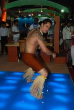 Hawaiin dancers at Maui Jim sunglasses launch in NSE Goregaon on 30th Jan 2012 (12).JPG