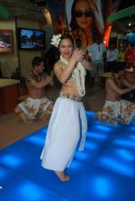 Hawaiin dancers at Maui Jim sunglasses launch in NSE Goregaon on 30th Jan 2012 (28).JPG