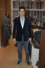Angad Bedi at Raymonds new store in Warden Road on 6th Feb 2012 (101).JPG
