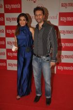 raveena with anil thadani at Raymonds new store in Warden Road on 6th Feb 2012 (2).JPG