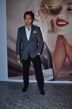 Rahul Khanna at Moet & Chandon valentine Party in Mumbai on 9th Feb 2012 (73).JPG