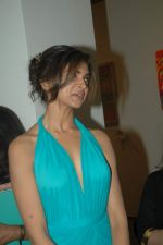 Deepika Padukone at Trishla Jain_s art event in Mumbai on 10th Feb 2012 (17).JPG