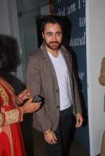 Imran Khan at Trishla Jain_s art event in Mumbai on 10th Feb 2012 (40).JPG