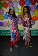 Amy Billimoria, Nandini Singh at Viren Shah_s happy slappy party in Blue Frog on 12th Feb 2012 (37).JPG