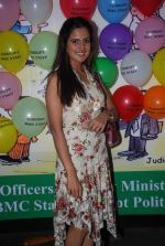 Nandini Singh at Viren Shah_s happy slappy party in Blue Frog on 12th Feb 2012 (41).JPG