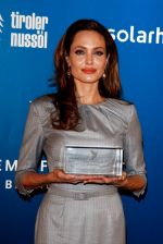 Angelina Jolie at Cinema for Peace in Berlin on 13th Feb 2012 (22).JPG